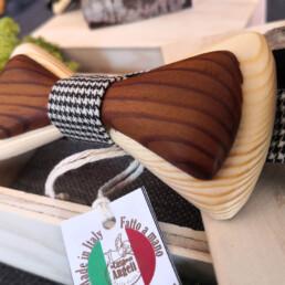 canaie papilon in legno